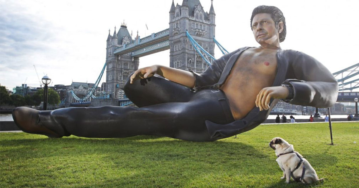 giant statue of jeff goldblum in front of the london tower bridge