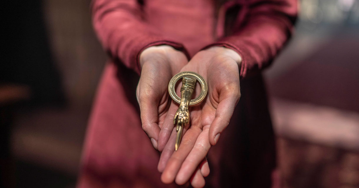 close up on hands holding a key at the game of thrones pop up experience